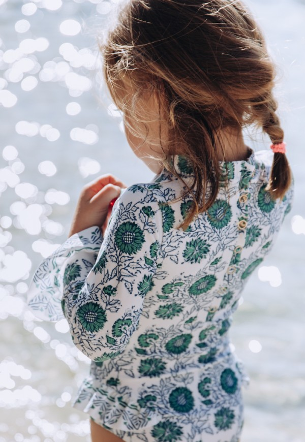 One piece long sleeves baby swimsuit. Floral print. Anti-UV